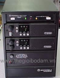 Mặt sau trạm chuyển tiếp tín hiệu Motorola CDR 500