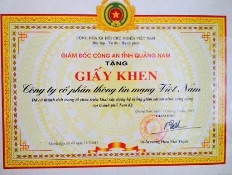 Giám Đốc Công An Tỉnh Quảng Nam trao tặng bằng khen cho Vietnam Telecom