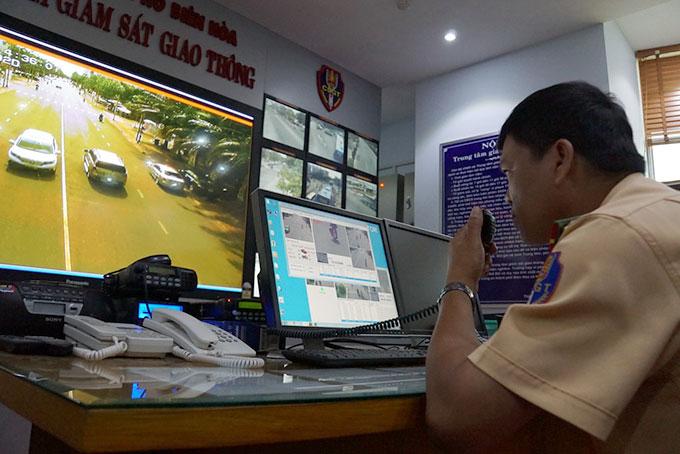 Cảnh sát giao thông theo dõi người tham gia giao thông