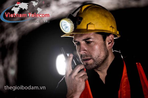Sử dụng bộ đàm chống cháy nổ trong khai thác hầm lò