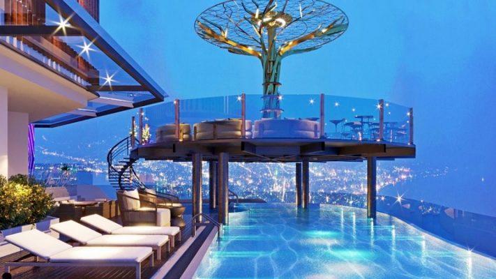 Hồ bơi tràn bờ trên tầng 40 khách sạn