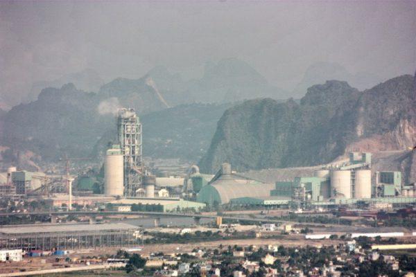 Toàn cảnh nhà máy xi măng Phúc Sơn