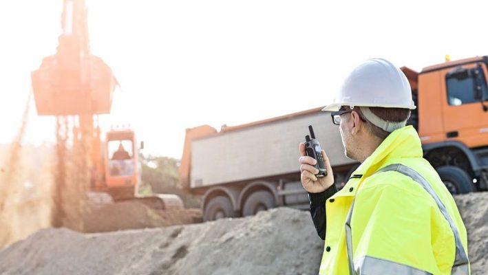 Sử dụng bộ đàm tại các công trường xây dựng
