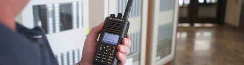 Anten giúp bộ đàm truyền nhận thông tin