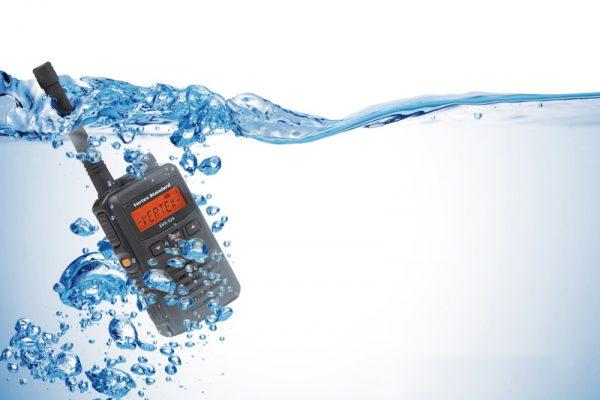 Bộ đàm Vertex nổi tiếng với khả năng chống nước tốt