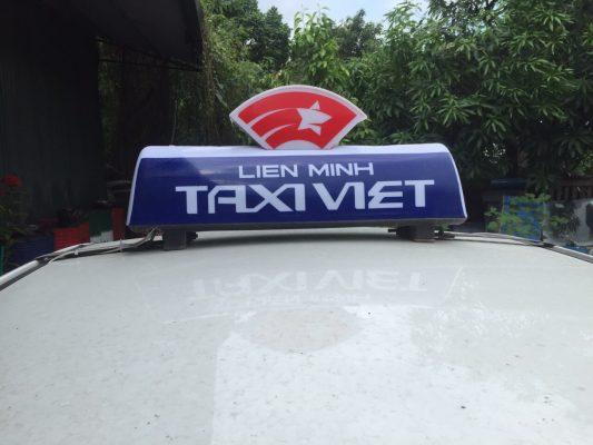 Mặt trước đèn mào Liên Minh Taxi Việt