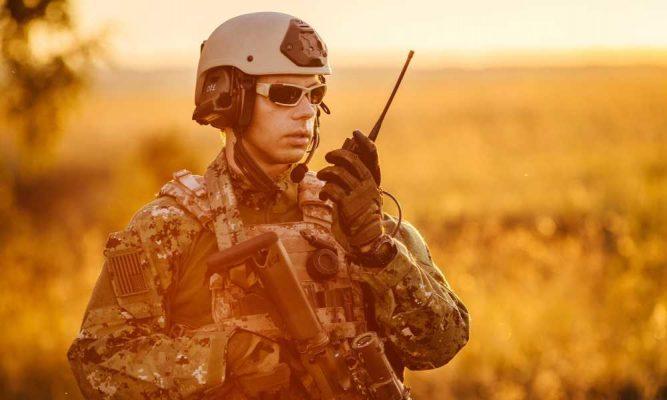 Tại sao bộ đàm lại là phương tiện liên lạc phù hợp nhất cho công an, quân đội